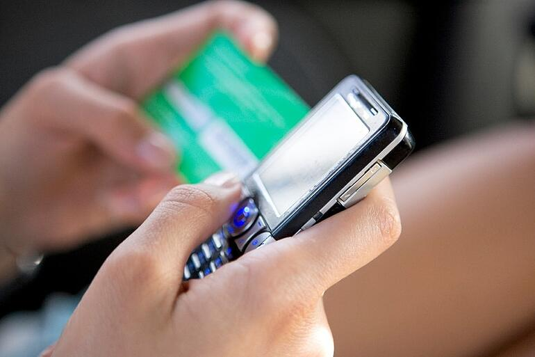 FemaleHands_CellPhoneCreditCard.jpg